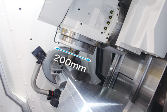 Both high machining capacity and large machining area on a compact machine